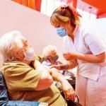 Más de 200 adultos mayores de 80 años fueron vacunados