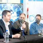 Ualá se instala en Río Grande con la firma del intendente Martín Pérez del convenio marco