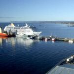 La principal empresa de cruceros de lujo a la Antártida abandona el puerto de Ushuaia y se va a Chile